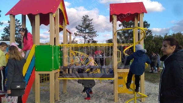 Новая детская площадка с. Яркое , Крым